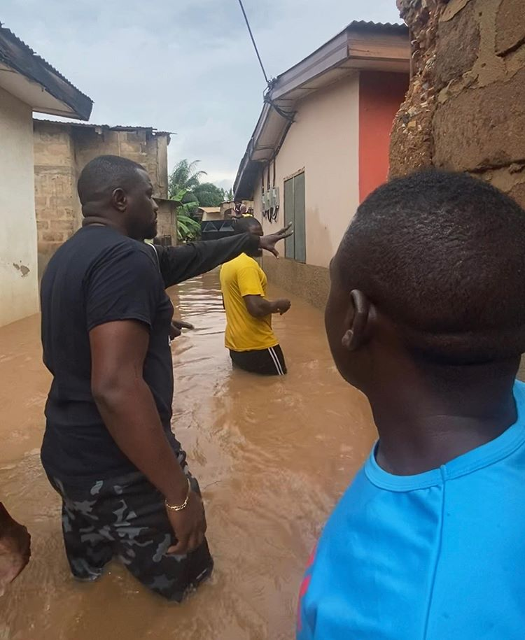 John Dumelo Spotted Swimming In Flood To Sympathize With Victims At Ayawaso – VIDEO