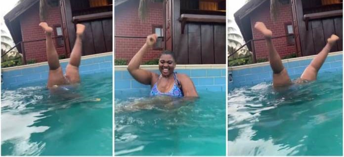 Abena Korkor causes stir as she opens her legs so wide while swimming [video]