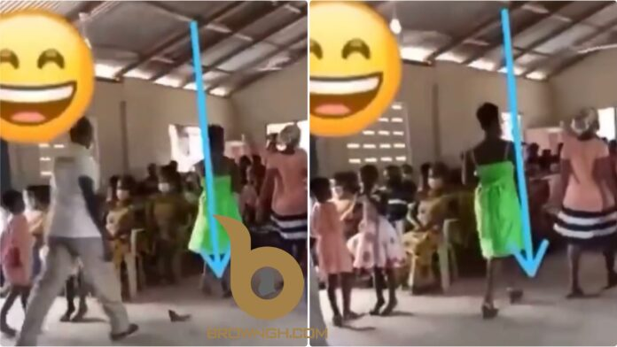 Slay Queen's Heel Removes From Shoe During Offering Time In Church (+Video)
