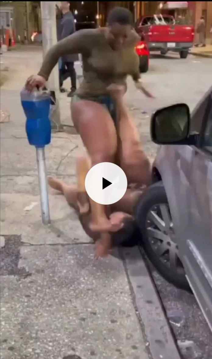 Yawa as girls fight violently in middle of the road, undress each other [Watch]