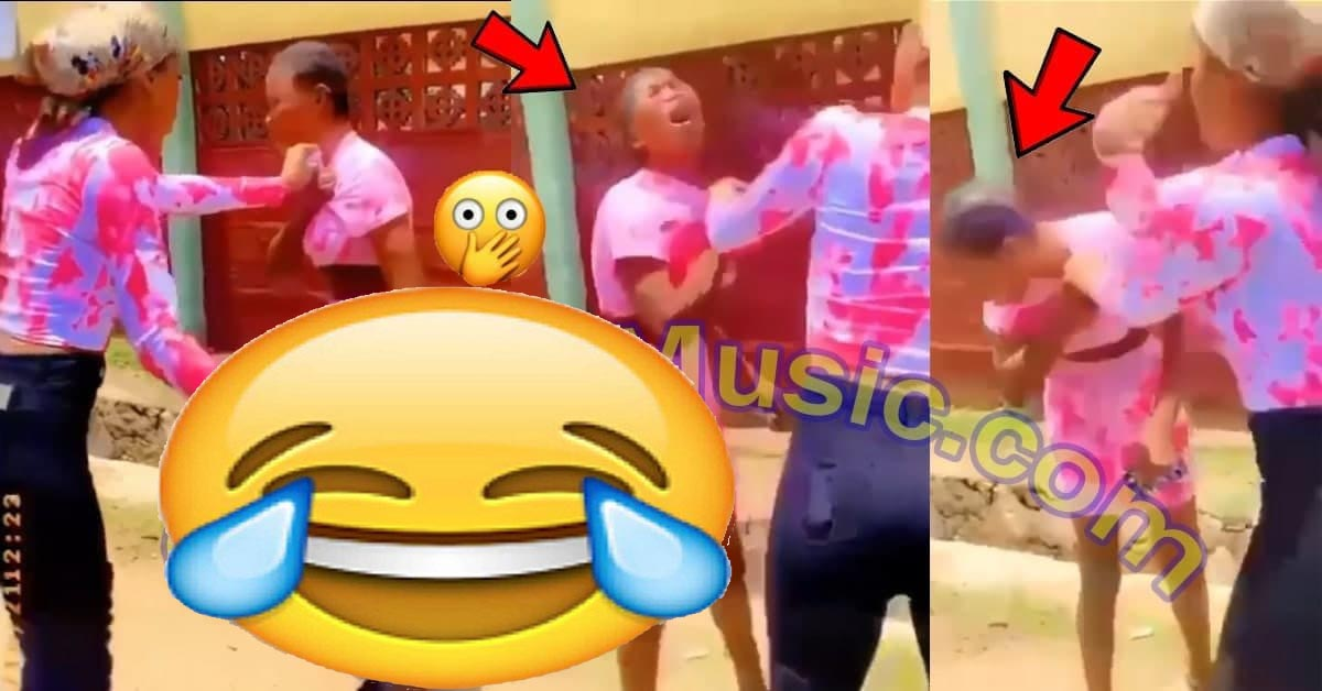 Two Ghetto Slay Queens Dirty Themselves In Public Over Phone Charger [Watch Now]